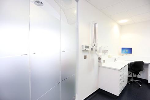 Treatment room, Charles Landau dental practice refurbishment