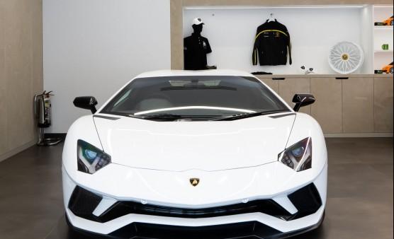 Apollo completes second Lamborghini showroom for HR Owen